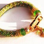 Zielona bransoletka z zawieszkami