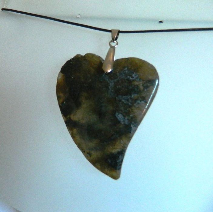 Zielony agat mszysty,surowy kamień,duże serce