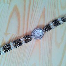 Zegarek owalny z cyrkoniami z bransoletką