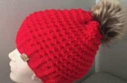Czerwona czapka z pomponem beanie
