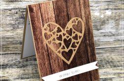 Kartka ślubna z motywem drewna-z sercem