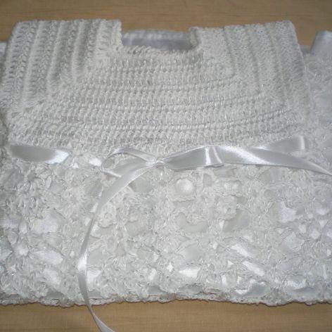 biała sukienka szydełkowa