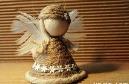 Aniołek z jutowego sznurka