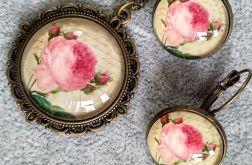Komplet biżuterii z różami.