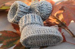 Małe buciki z wełny na drutach - niechodki
