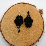 Czarne wiszące kolczyki sutasz -