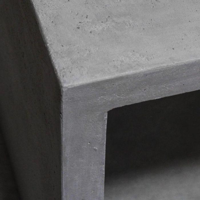 Nowoczesna ława z betonu architektonicznego
