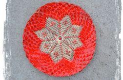 Czerwona koronkowa patera