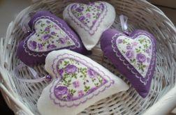 Cztery serduszka w odcieniach fioletu