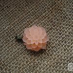 Zawieszka z kwiatem - jasnobrzoskwiniowa