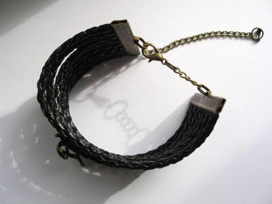Czarna bransoletka rzemienna