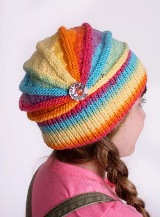 Tęczowa czapka z kwiatkiem  ;o)