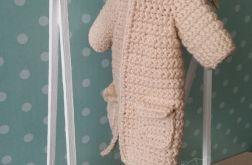 Szydełkowy płaszczyk na zimę dla Lalki