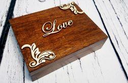 Brązowe pudełko na obrączki z mchem