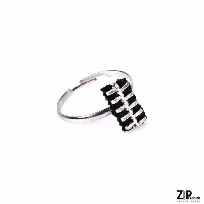Rockowy designerski pierścionek