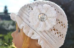 Biała letnia czapka, kapelusz