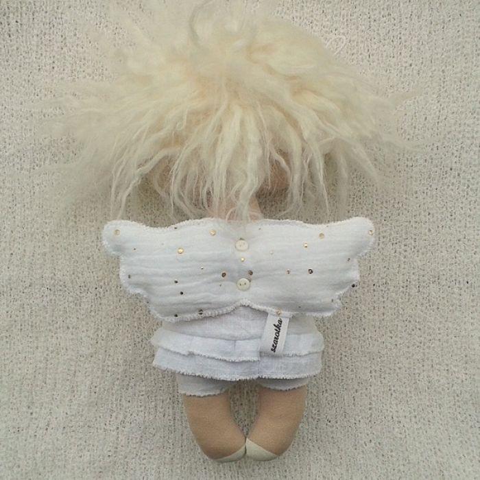 ANIOŁEK lalka dekoracja tekstylna  OOAK/18 - tak wyglądam z tyłu
