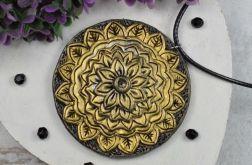 Wisiorek mandala w odcieniach starego złota