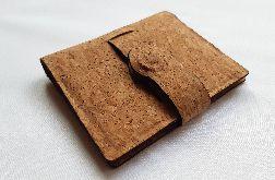 Stylowy portfel z korka z czarną podszewką