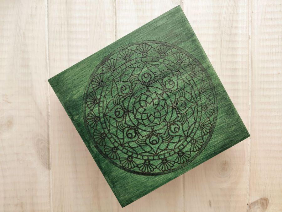 Drewniana skrzyneczka z mandalą