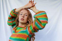 sweterek z szerokimi rękawami