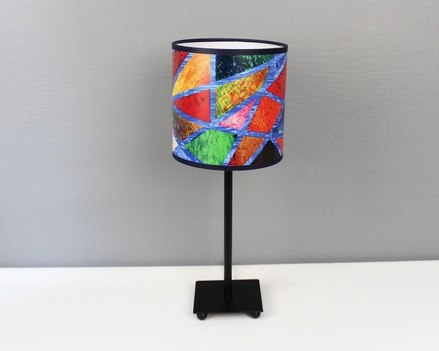 Kolorowa lampa stojąca nIEZAMKNIĘTY kOLOR S - Ze wzorem na podstawie obrazu.