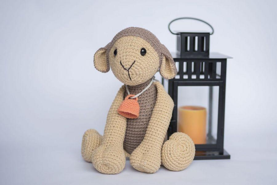 owieczka Zuzia - owieczka z dzwoneczkiem, maskotka szydełkowa, dla chłopca dla dziewczynki