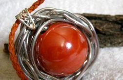 Ogromna, pomarańczowa kula, porcelana w drucie, metaloplastyka