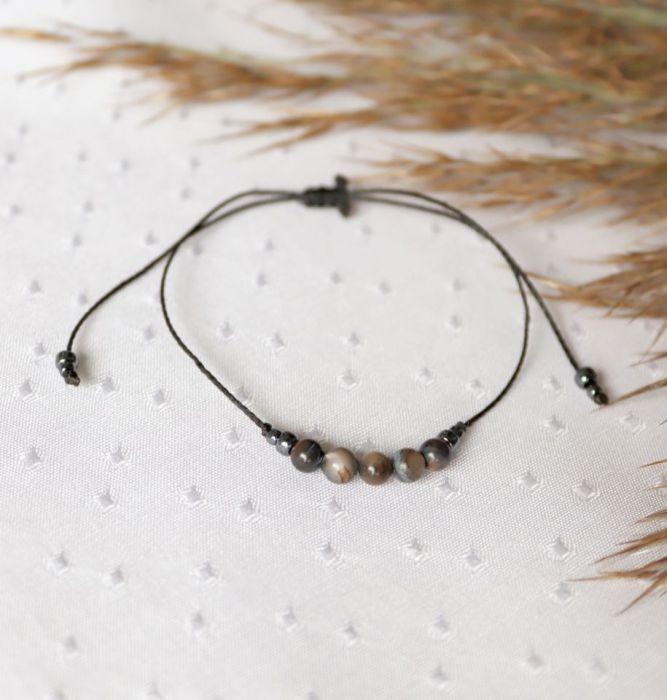 Bransoletka na czarnym sznureczku z masą perłową - bransoletka z masą pełową