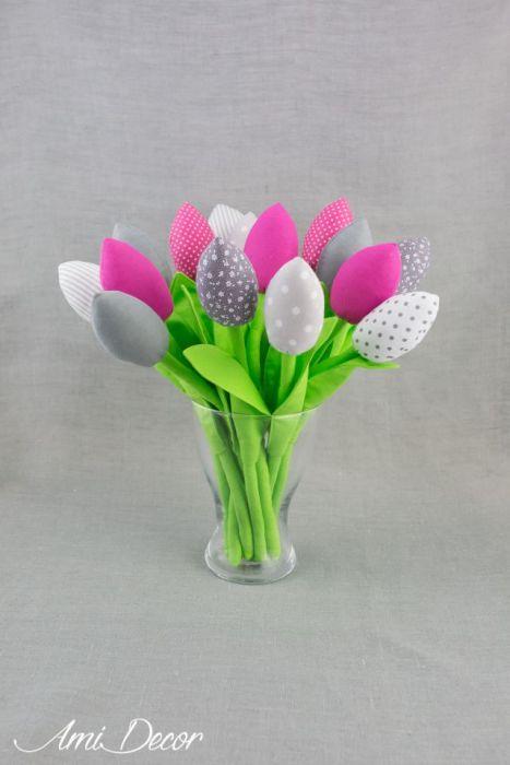 Tulipany, kwiaty z materiału szare