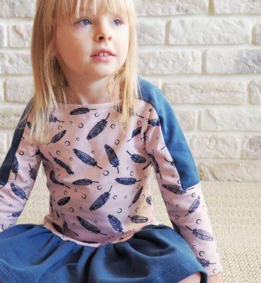 Sukienka w piórka