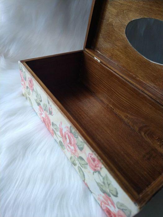 chustecznik z różami angielskimi - widok dolnej części wnętrza