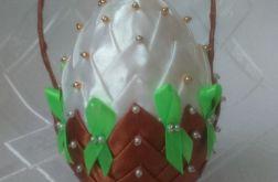 Koszyczek z satynowej wstążki