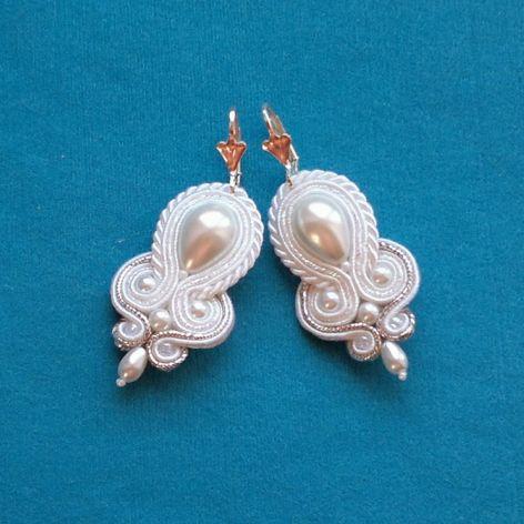 Kolczyki sutasz Biało-srebrzyste perłowe