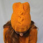 komplet miodowy sweterek i czapka - czapka z warkoczem