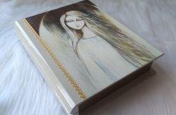 szkatułka-księga świetlisty anioł w złocie