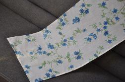 Prostokątny bieżnik- niebieskie kwiatuszki
