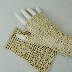 Romantyczne rękawiczki beżowe