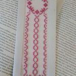 Zakładka do książki haftowana - różowy wianuszek - widok
