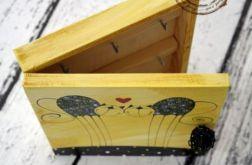 żółte pudełko na klucze zakochane koty