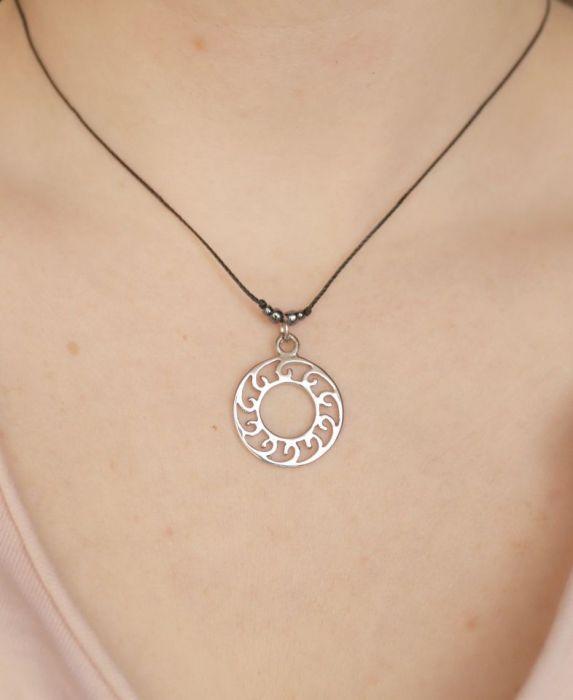 Mandala regulowany wisiorek - naszyjnik na czarnym sznureczku