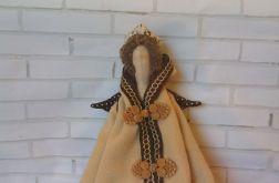 Anioł Tilda w płaszczu
