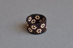 Pierścionek koralikowy w kwiatuszki 3