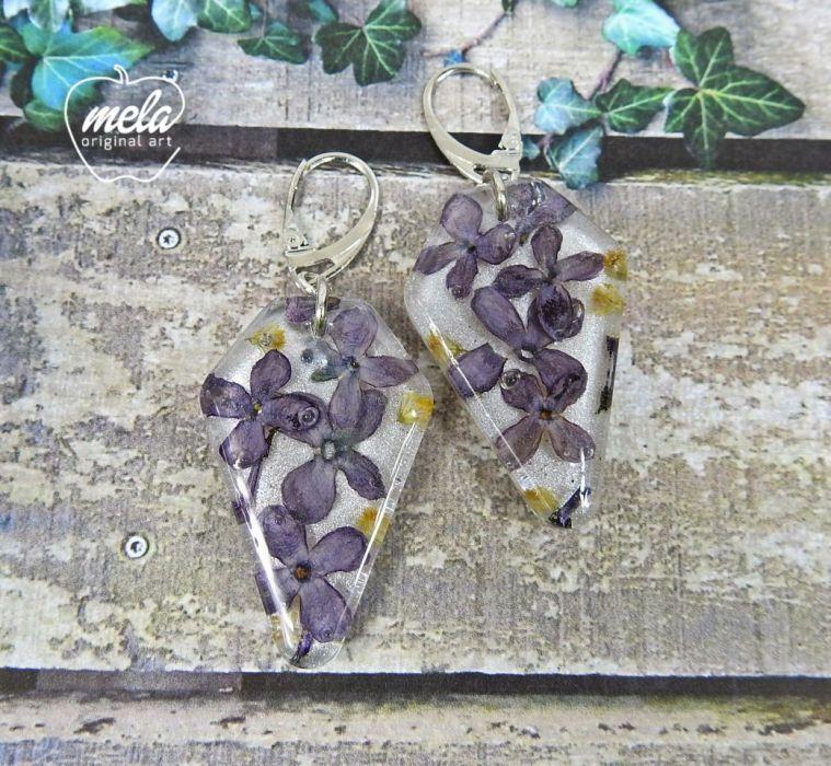 0543/ kolczyki z żywicy z kwiatami bzu