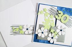 Kartka URODZINOWA z białymi kwiatkami