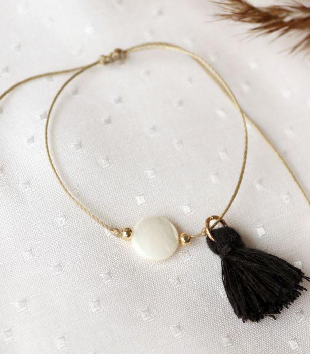 Bransoletka z masą perłową - Bransoletka na złotym snzureczku