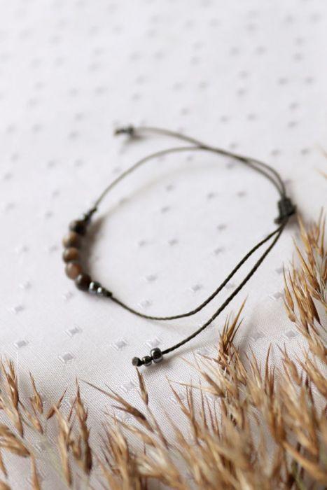 Bransoletka na czarnym sznureczku z masą perłową - bransoletka na sznureczku czarnym