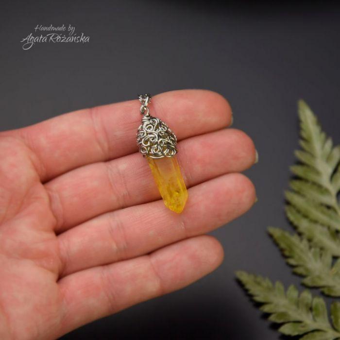 Wisiorek talizman żółty kryształ górski surowy - Idealny prezent dla niej