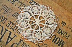 Mała okrągła serwetka handmade