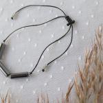 Bransoletka na czarnym sznureczku z hematytem - Bransoletka a rękę z kamieniem